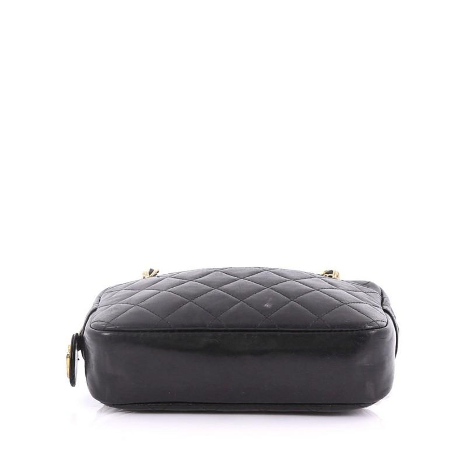d4b057da704f Chanel Vintage Zip Chain Shoulder Bag Quilted Leather Small For Sale at  1stdibs