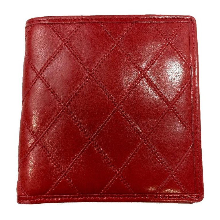 2bdc9b91f600 CHANEL Wallet in Red Quilted Lambskin Leather For Sale at 1stdibs