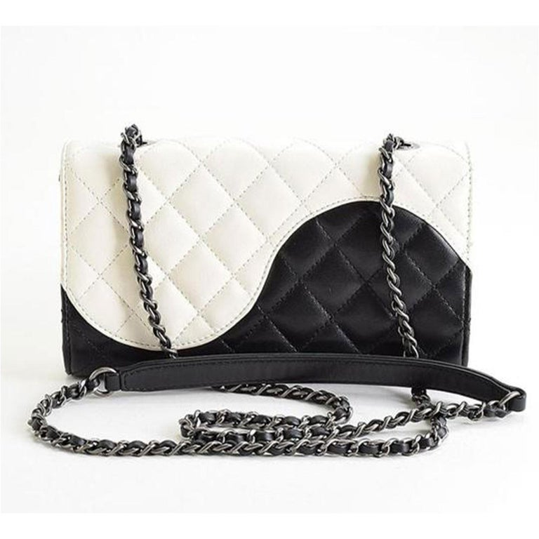 Chanel Wallet on Chain Classic Flap Rare Ying Yang Mini Woc Cross Body Bag In Good Condition For Sale In Miami, FL