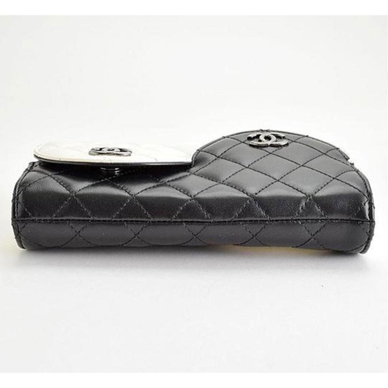 Women's or Men's Chanel Wallet on Chain Classic Flap Rare Ying Yang Mini Woc Cross Body Bag For Sale