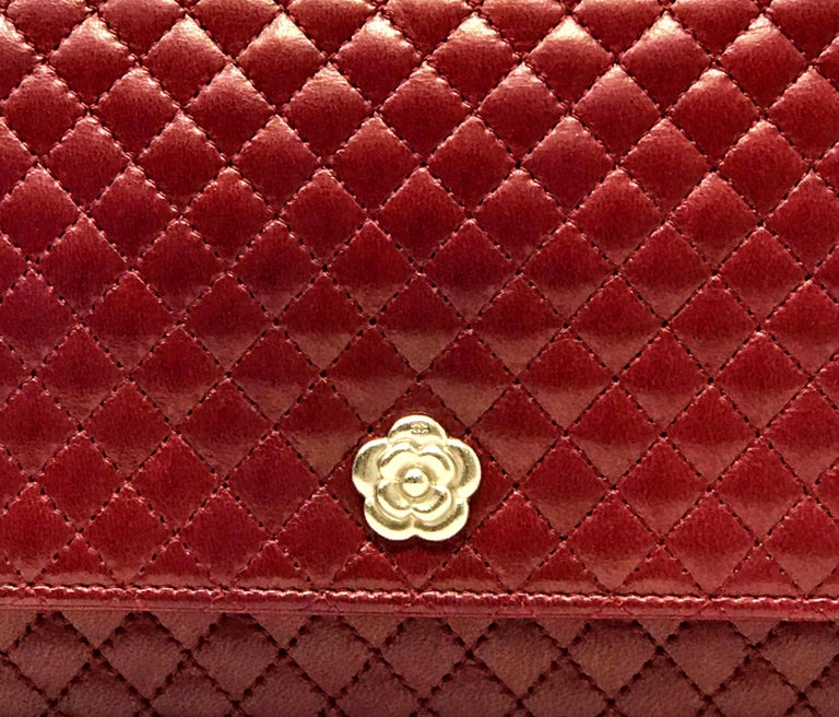 Wallet on Chain Chanel Paris Year 2008 In smooth burgundy lambskin Gold metal accessories Size 20x11 cm Complete with dust bag and authenticity card. Little Scratch.