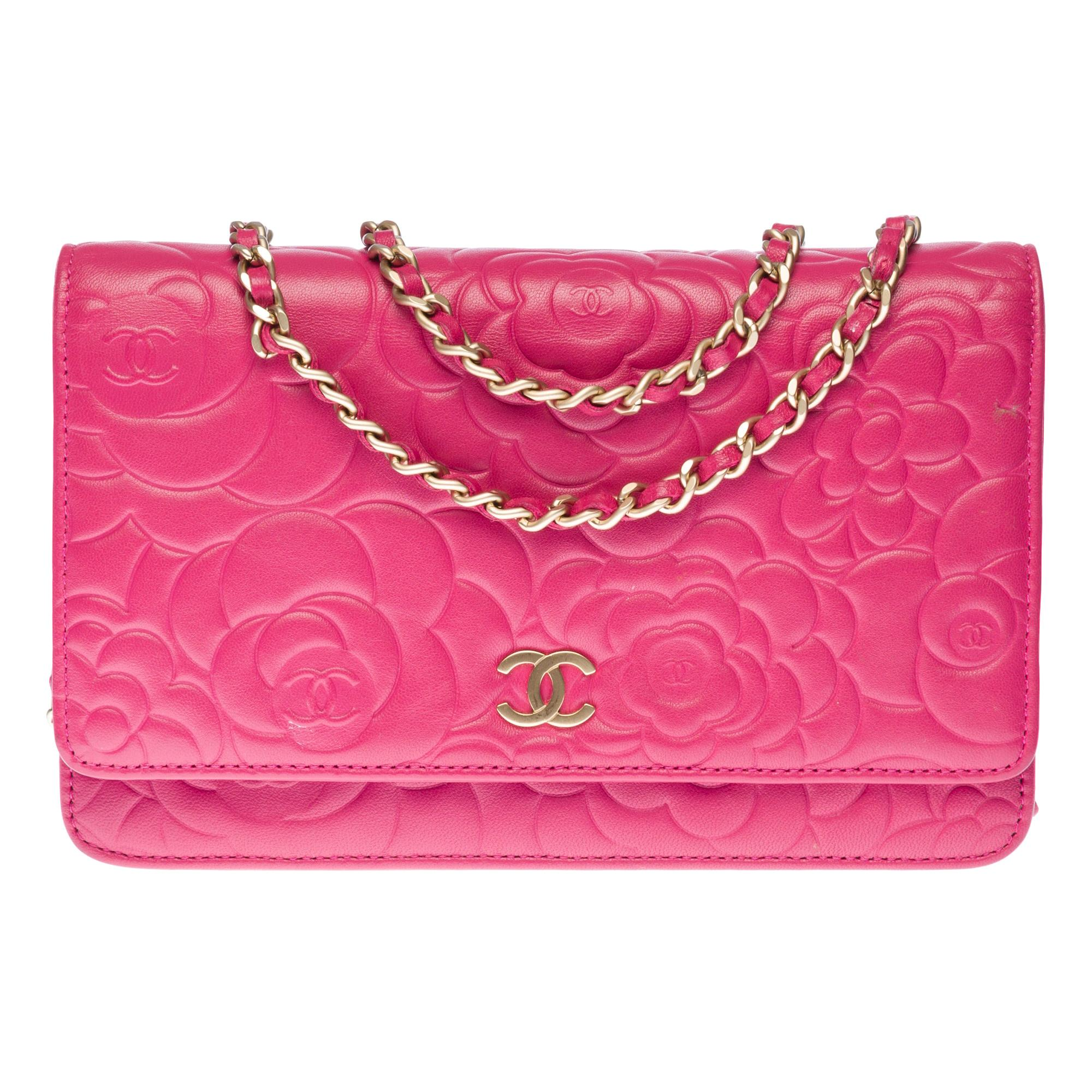 Chanel Wallet on Chain (WOC) Camelia shoulder bag in pink quilted leather, GHW