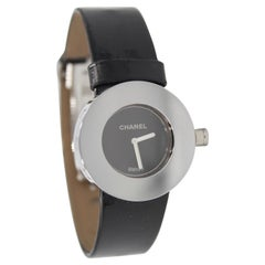 Chanel watch «La Ronde» in black patent leather