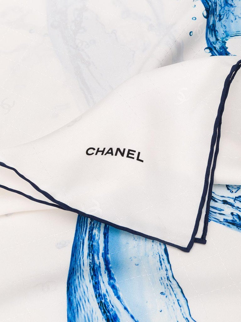 Crafted in Italy from the purest silk, this vintage optic-white coloured scarf features a graphic light blue 'CC Splash' logo print and a contrasting black painted piped trim detailing the finished edges.  Colour: White/ Light-blue/