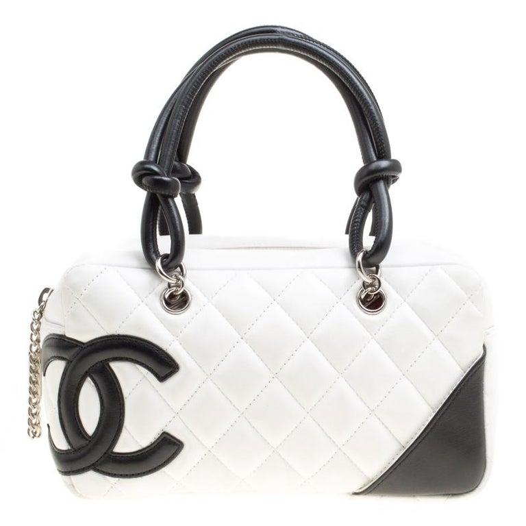 a96dcd756ef70 Chanel Weiß Schwarz Gestepptes Leder Cambon Ligne Bowling-Tasche bei ...