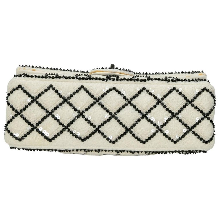 Chanel White/Black Sequinned Mesh Limited Edition 2.55 Reissue Flap Bag For Sale 2