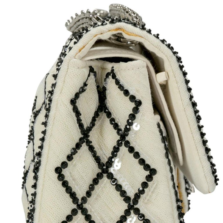 Chanel White/Black Sequinned Mesh Limited Edition 2.55 Reissue Flap Bag For Sale 3