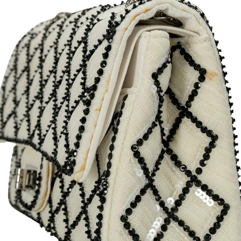 Chanel White/Black Sequinned Mesh Limited Edition 2.55 Reissue Flap Bag For Sale 4