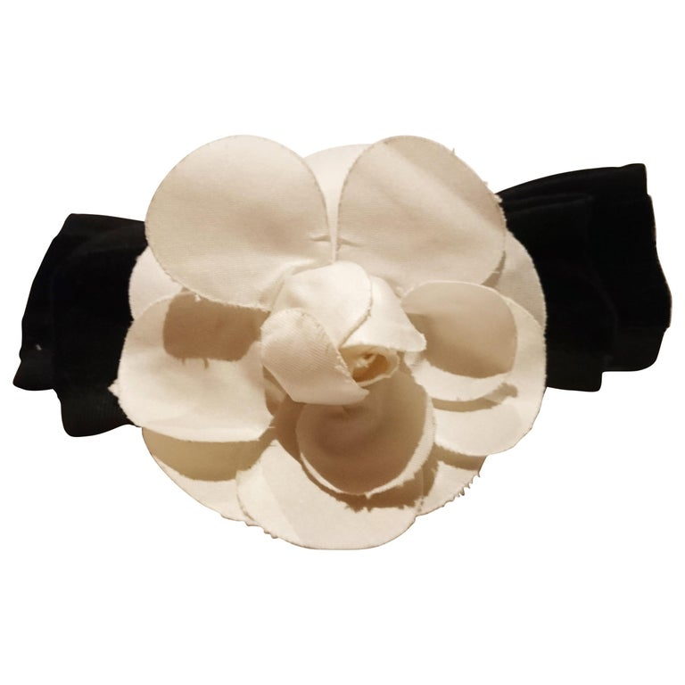 469aebcf45eeb Chanel White Camellia Hair Clip For Sale at 1stdibs