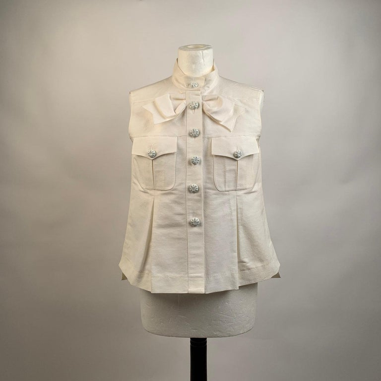 Women's Chanel White GrosGrain Vest Sleeveless Top with Bow Size 36 For Sale
