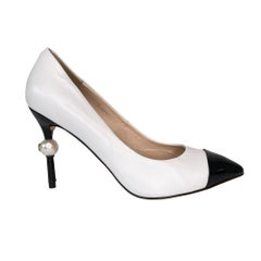 Chanel White Leather Pointy Toe Faux Pearl Pumps (37 EU)