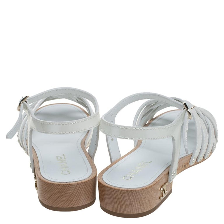 Chanel White Patent Leather Ankle Strap Strappy Cork Flat Sandals Size 40 In Excellent Condition For Sale In Dubai, Al Qouz 2
