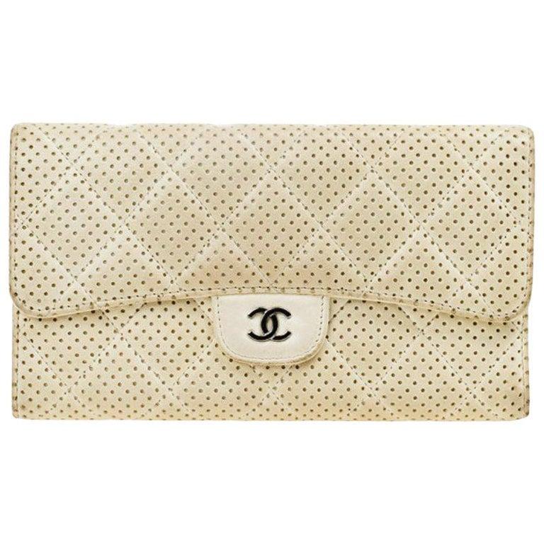 Chanel Weiß Perforiertes Leder Portemonnaie Im Angebot Bei 1stdibs