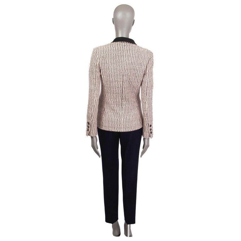 CHANEL white & pink cotton HOUNDSTOOTH Tweed Jacket 38 S In Excellent Condition For Sale In Zürich, CH