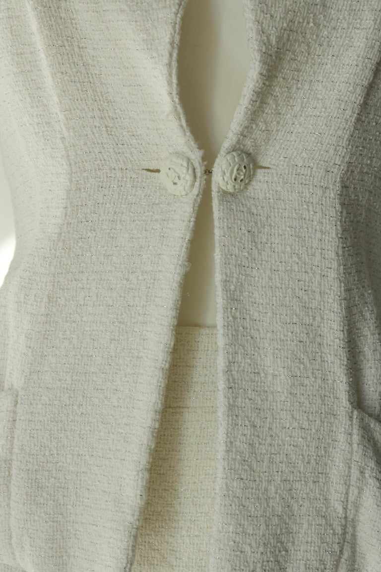 Chanel white suit  In Excellent Condition For Sale In Los Angeles, CA