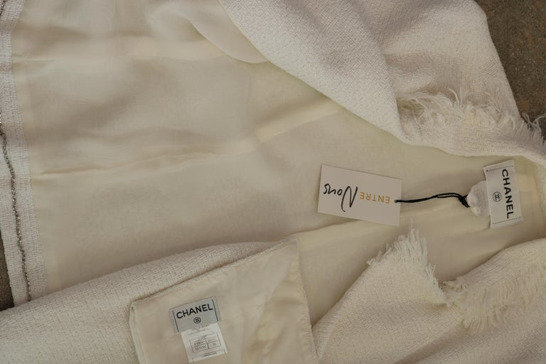 Chanel white suit  For Sale 3