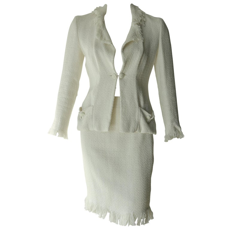 37ad32f4e2b Chanel white suit For Sale at 1stdibs