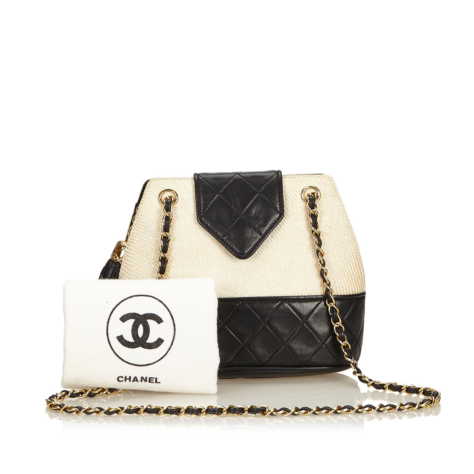 df632bfdc2e30b Chanel White Woven Raffia Chain Shoulder Bag at 1stdibs