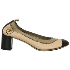 Chanel Woman Ballet flats Beige Leather IT 35.5