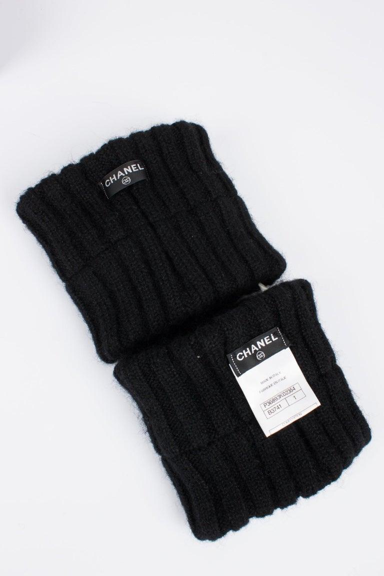 Chanel Wool Cuffs - black & white In New Condition In Baarn, NL
