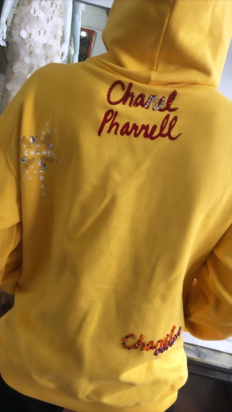 Chanel x Pharrell 2019 Chanel Appliqué Sunflower Yellow Hoodie  For Sale 4