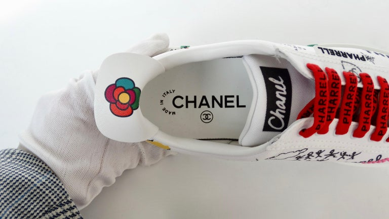 Chanel X Pharrell 2019 White Graffiti Low Top Lace-Up Sneaker For Sale 7