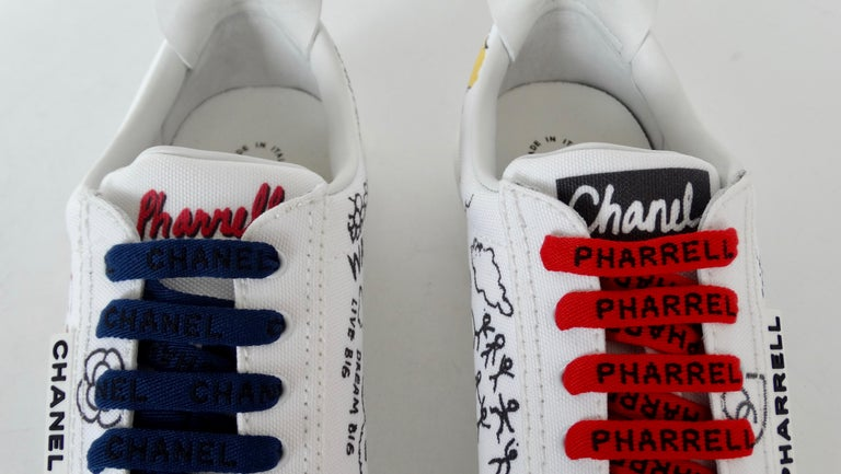 Chanel X Pharrell 2019 White Graffiti Low Top Lace-Up Sneaker For Sale 3