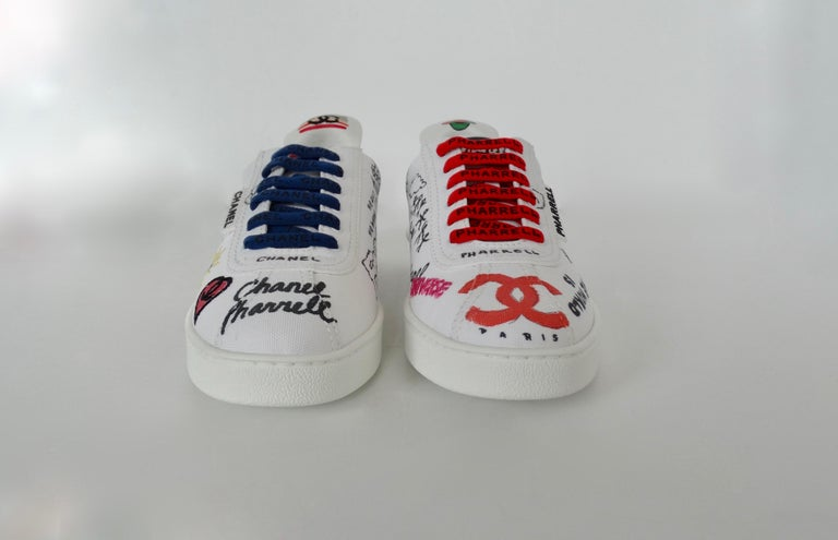 Chanel X Pharrell 2019 White Graffiti Low Top Lace-Up Sneaker For Sale 4