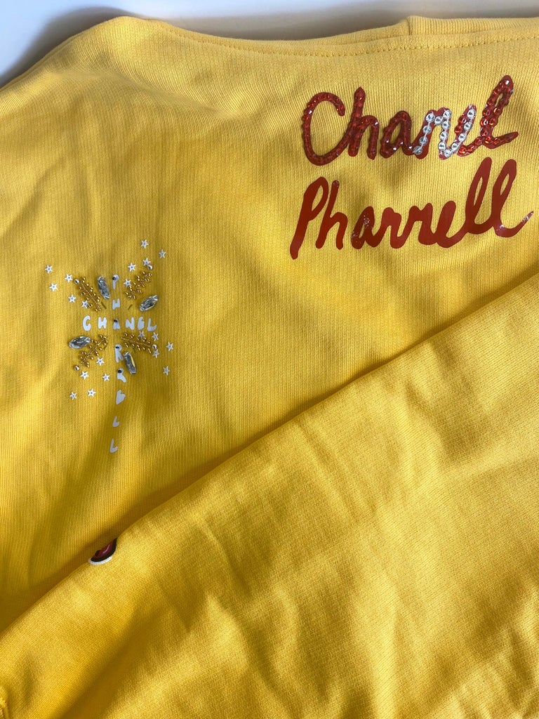Chanel x Pharrell 2019 Chanel Appliqué Sunflower Yellow Hoodie  For Sale 8