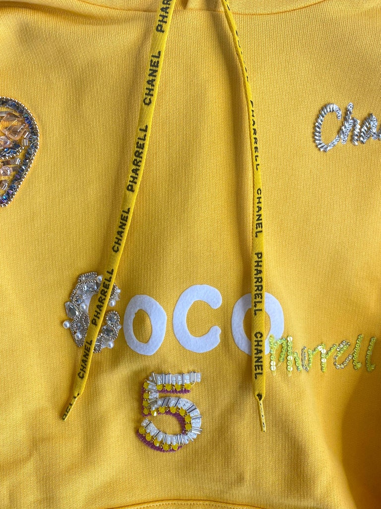 Chanel x Pharrell 2019 Chanel Appliqué Sunflower Yellow Hoodie  For Sale 5