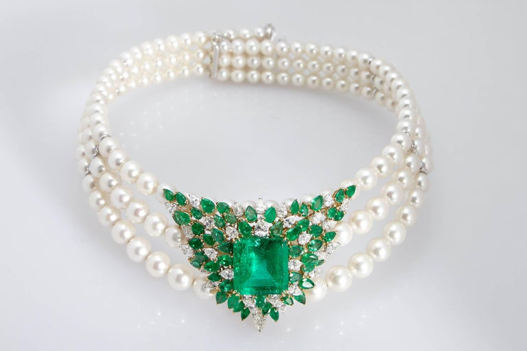 A of a kind collar necklace with three strands of fine pearls, diamonds (7 cts) and emeralds (25 cts center stone + 7cts the side stones Colombian emeralds; moderate oil, Cisgem certificate available). Mounted on 18kt white gold. Made in Italy by
