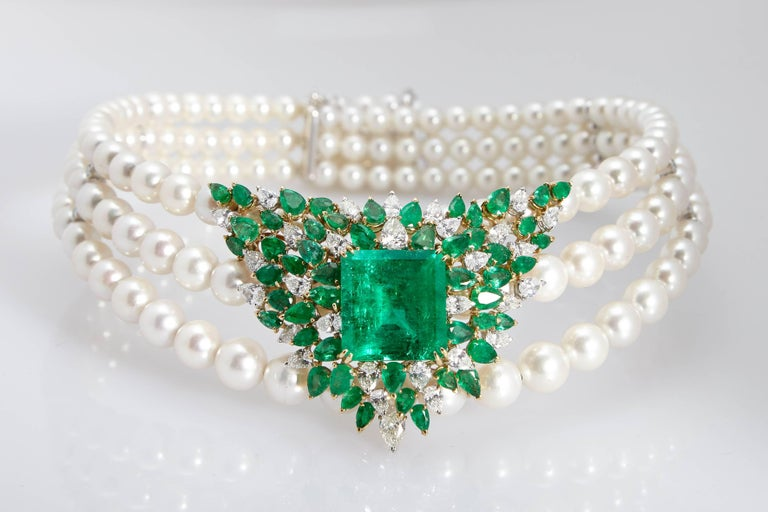 Chantecler Emerald Diamonds Pearl Necklace In Excellent Condition For Sale In New York, NY