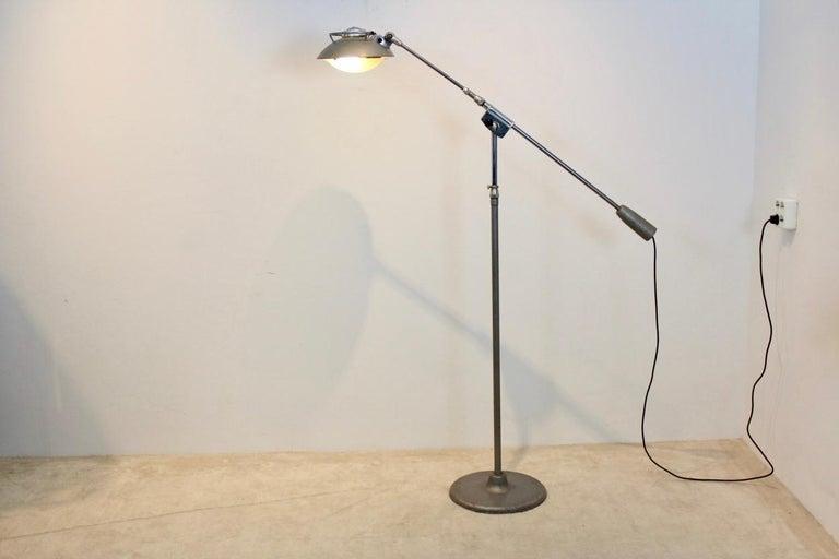 Characteristic 'Model 219S' Industrial Floor Lamp by Louis Ferdinand Solère In Good Condition For Sale In Voorburg, NL