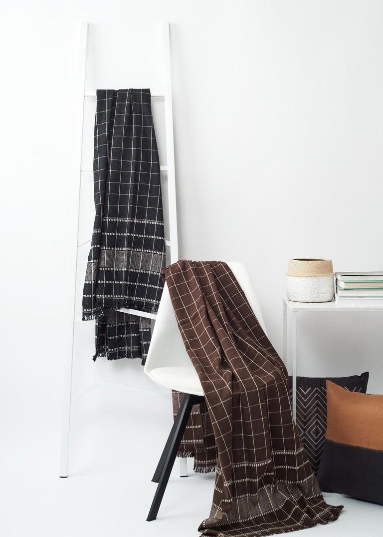 Charco Black Handloom Throw / Blanket In Organic Cotton  For Sale 2