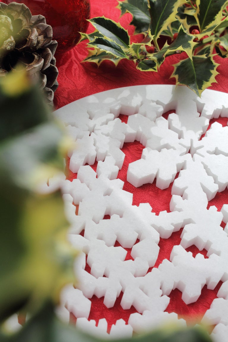 Hand-Carved Charger Plate in Absolute Crystalline White Marble Christmas Decoration For Sale
