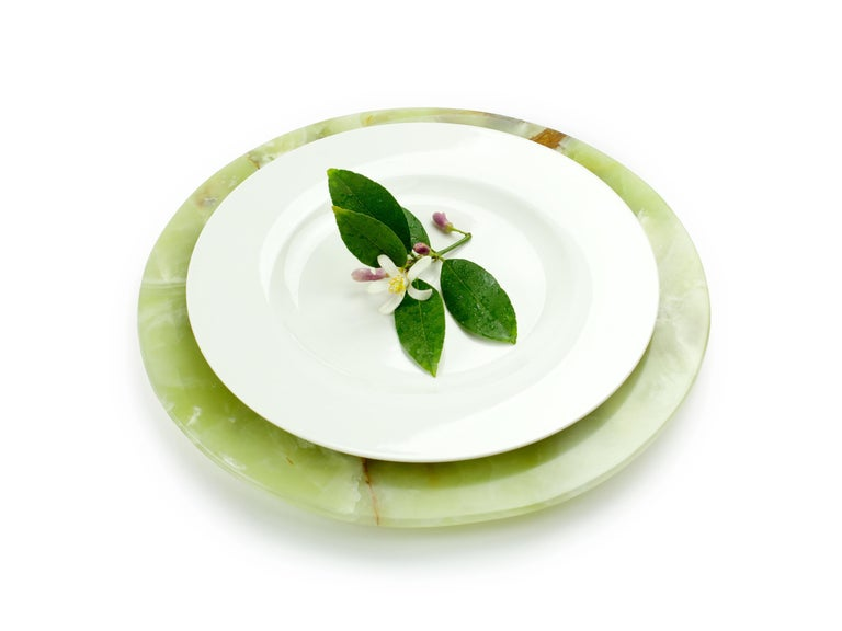 Hand carved charger plate in green onyx. Multiple use as charger plates, plates, platters and placers. The polished finishing underlines the transparency of the onyx making this a very precious object. Dimensions: D 33, H 1.9 cm.