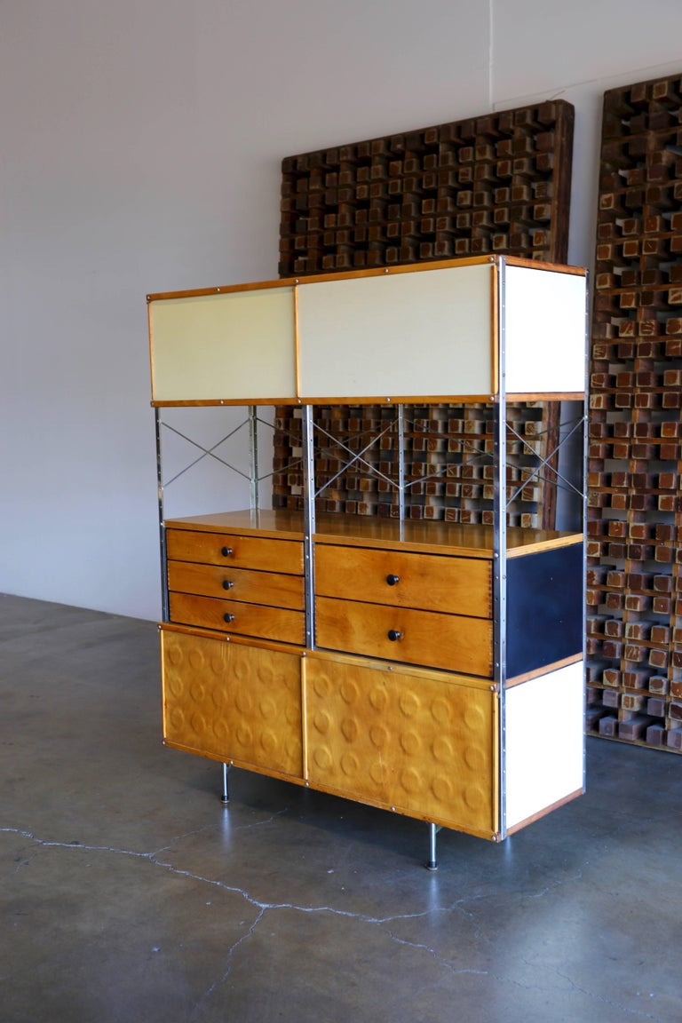 Eames storage unit 'ESU' 400-N. Designed by Charles & Ray Eames. This piece was produced by Herman Miller, circa 1952.