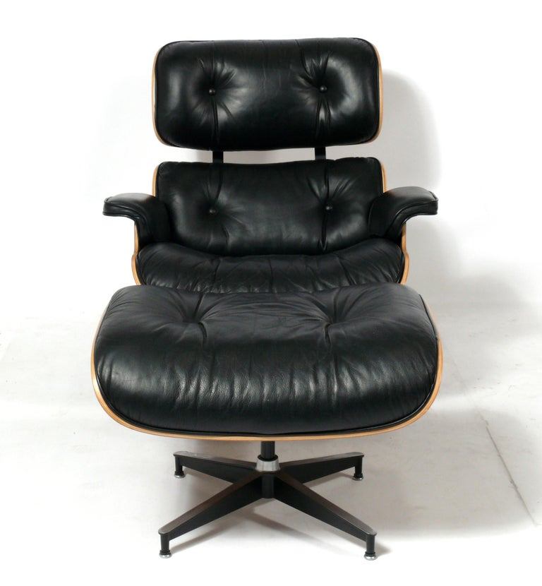 Mid-Century Modern Charles and Ray Eames 670 671 Lounge Chair and Ottoman For Sale