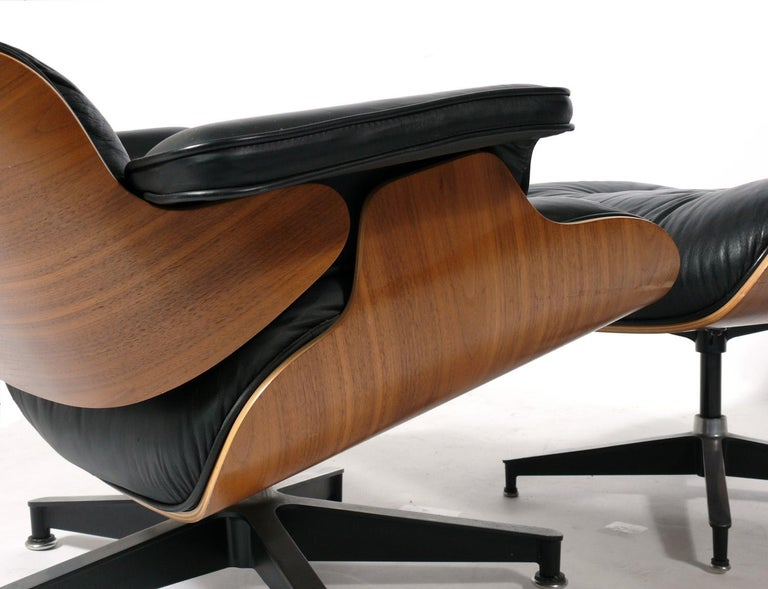 Late 20th Century Charles and Ray Eames 670 671 Lounge Chair and Ottoman For Sale