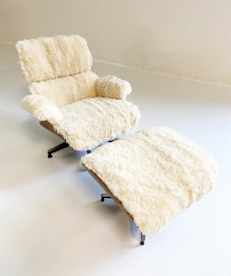 Charles and Ray Eames 670 Lounge Chair and 671 Ottoman in California Sheepskin For Sale 5