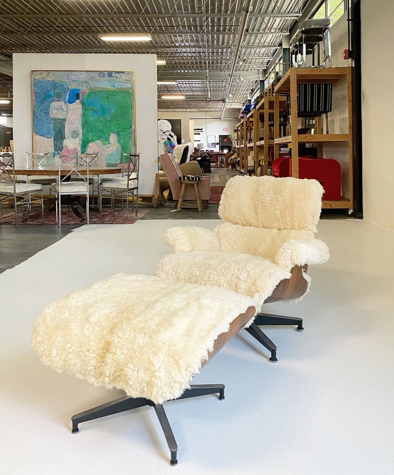 Charles and Ray Eames 670 Lounge Chair and 671 Ottoman in California Sheepskin For Sale 6