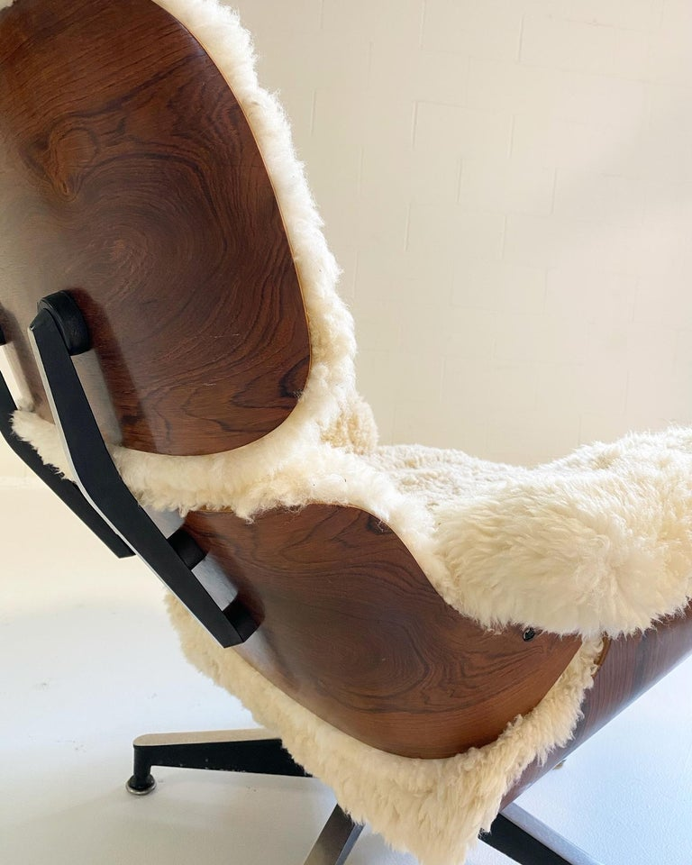 Charles and Ray Eames 670 Lounge Chair and 671 Ottoman in California Sheepskin For Sale 7