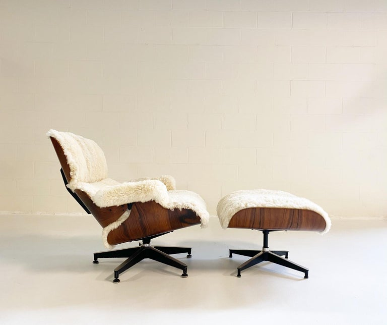 Mid-Century Modern Charles and Ray Eames 670 Lounge Chair and 671 Ottoman in California Sheepskin For Sale