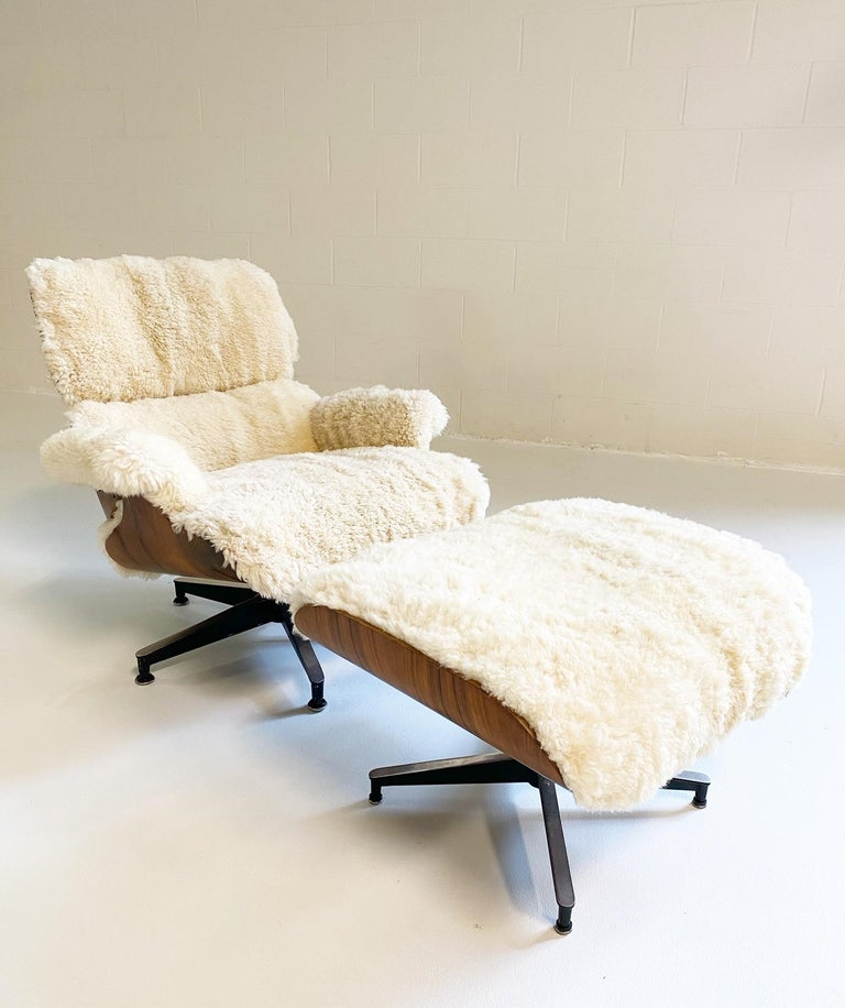 Charles and Ray Eames 670 Lounge Chair and 671 Ottoman in California Sheepskin For Sale 3