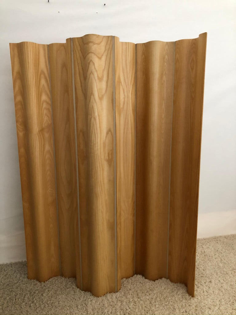 20th Century Charles and Ray Eames Ash/Birch Molded Plywood Folding Room Divider Screen For Sale