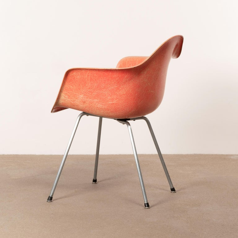 Charles and Ray Eames DAX Salmon Armchair Herman Miller 'Zenith Plastics' In Good Condition In Amsterdam, NL