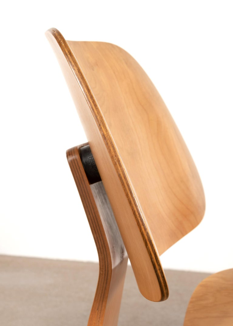 Charles and Ray Eames Early LCW Maple Lounge Chair for Evans Products, 1947 3