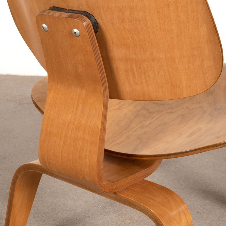 Charles and Ray Eames Early LCW Maple Lounge Chair for Evans Products, 1947 4