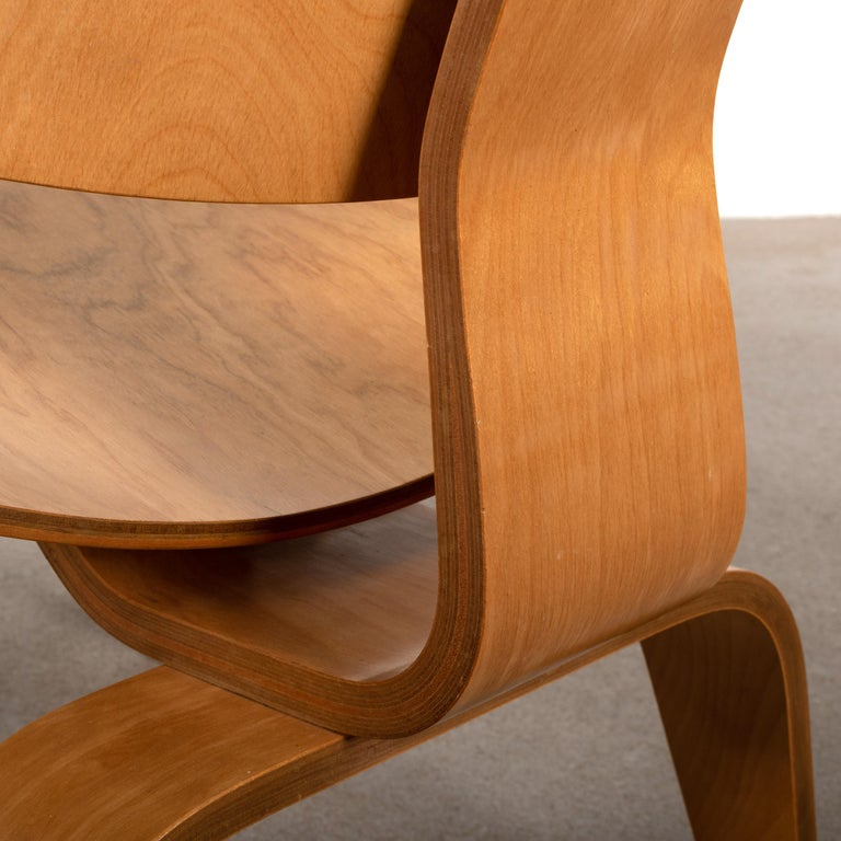 Charles and Ray Eames Early LCW Maple Lounge Chair for Evans Products, 1947 8