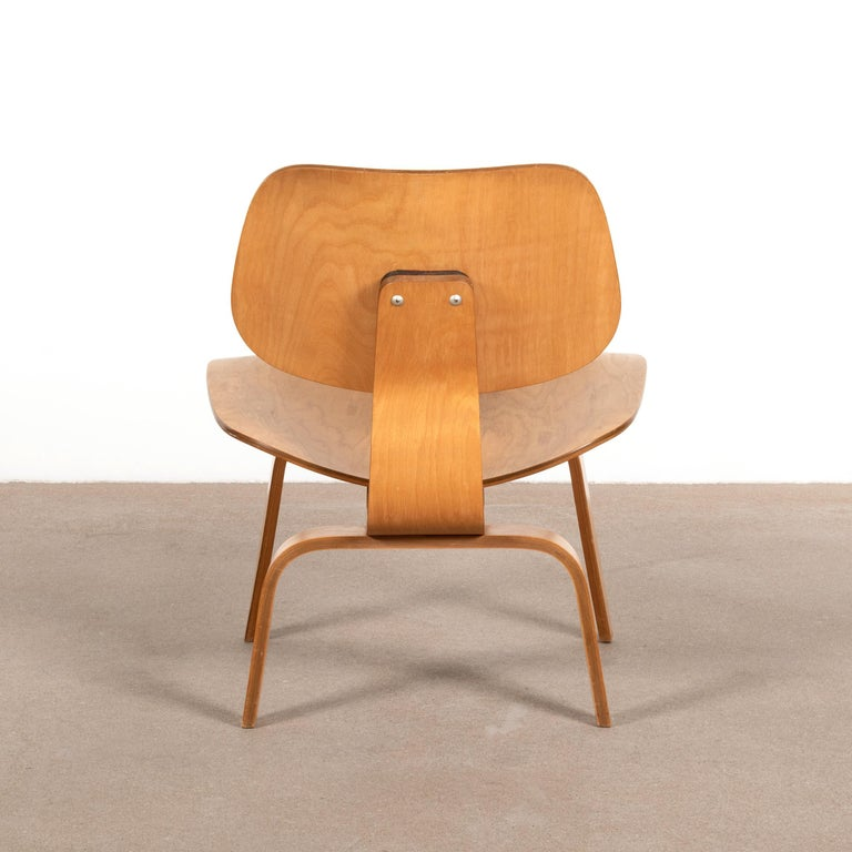 Mid-Century Modern Charles and Ray Eames Early LCW Maple Lounge Chair for Evans Products, 1947